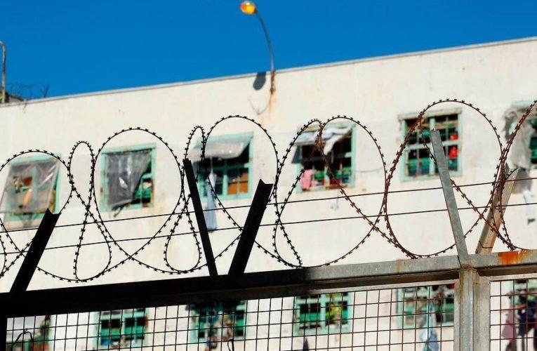 Dos huelgas de hambre terminan en las cárceles chilenas (Esp/Ing)
